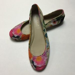 Nine West | cream & pink floral fabric flat 6